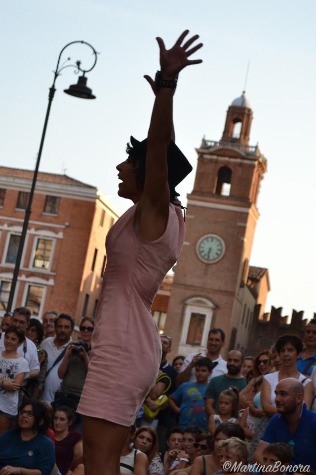 #cute #emotions #love #music #people #photography #summer #buskers #festival #nikon #reflex #photographer #castello #estense #ferrara #italy #germany #girl #women #acrobatic #free