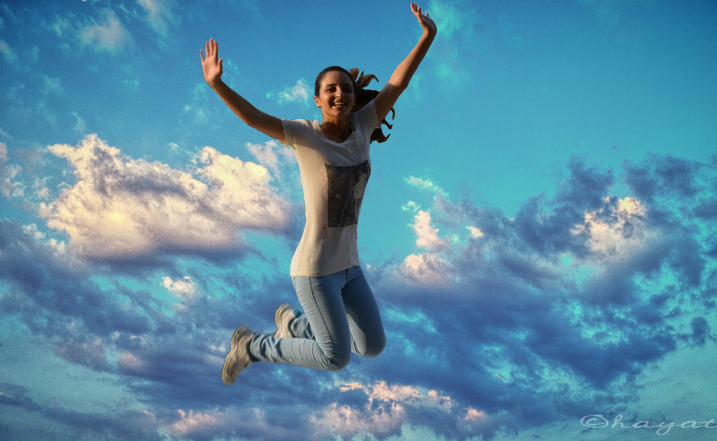 I'm incompetent because this is so funny 😜😜 #waplevitate #fly  #cloud #sky #blue #fun #jump #art #action